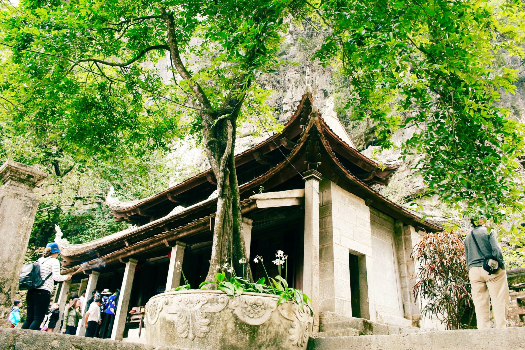 du lịch Ninh Bình thăm chùa Hạ ở Bích Động
