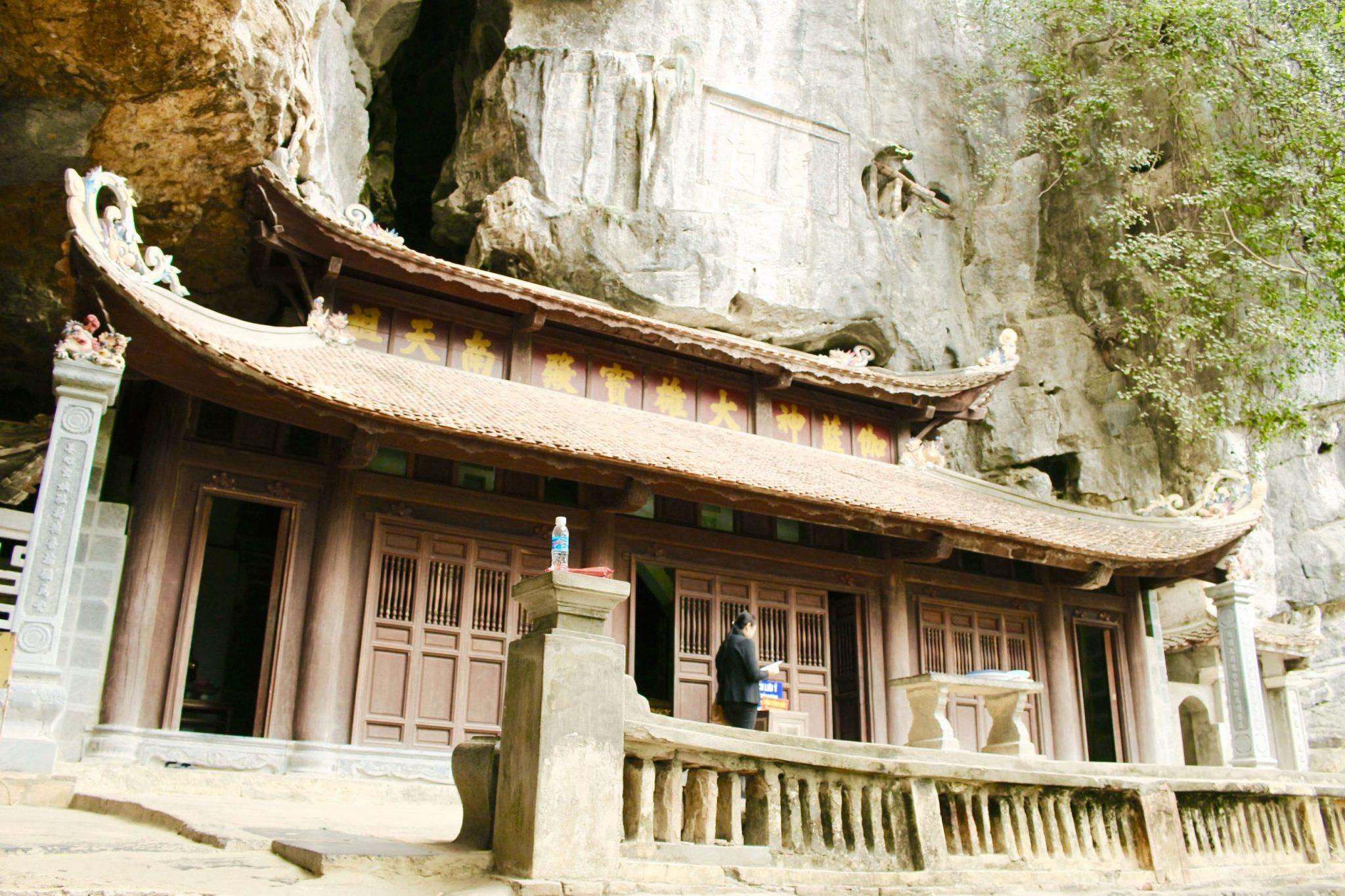 du lịch Ninh Bình thăm chùa Thượng ở Bích Động